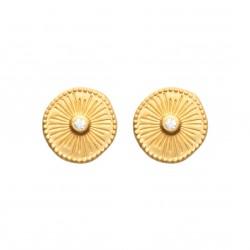 Boucles d'oreilles puces en plaqué or petite médaille ciselée et pierre en zirconium