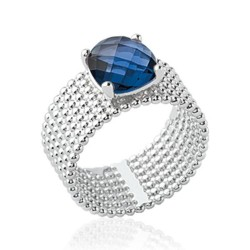 Bague large en argent rhodié sept rangs perlés pierre carré en cristal bleu à facettes