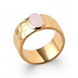 Bague en plaqué or martelée et pierre cabochon en quartz rose